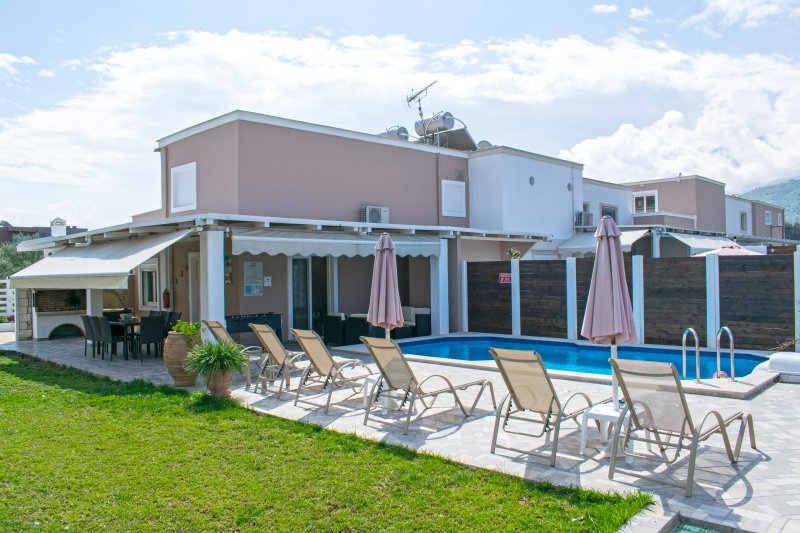 Villa Campos  next  to the sea and to Georgioupolis, vacation rental in Exopoli