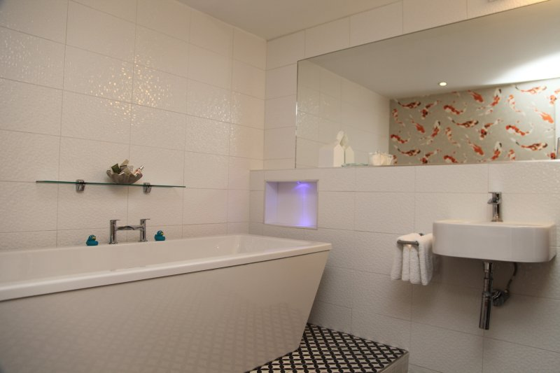 Scallopers en suite bathroom there is also an ensuite shower room too