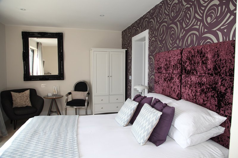 Seiner bedroom first floor with king size bed and extra large shower in ensuite