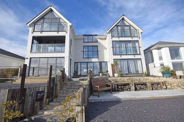 The front terraces to enjoy the mesmerising sea views, boats fishing and sailing from and a drink!!