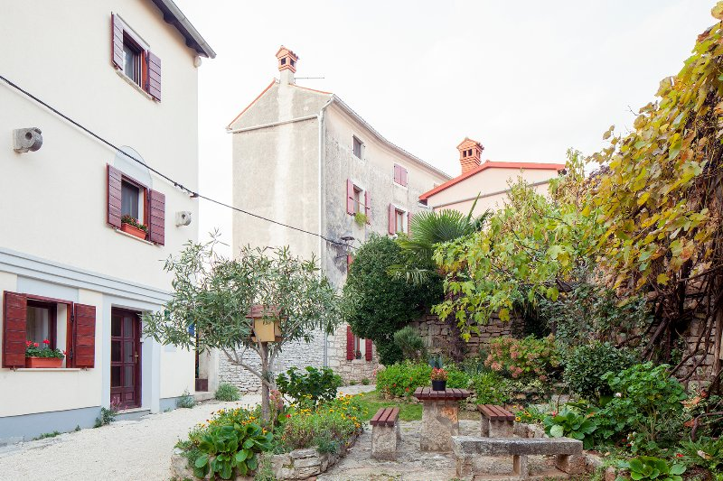 STUDIO APARTMENT CASTEL, holiday rental in Bibici
