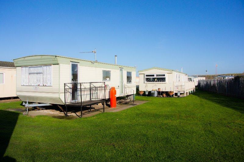 Mablethorpe Holiday Caravan 303, Happy Days Seaside, Trusthorpe, vacation rental in Maltby le Marsh