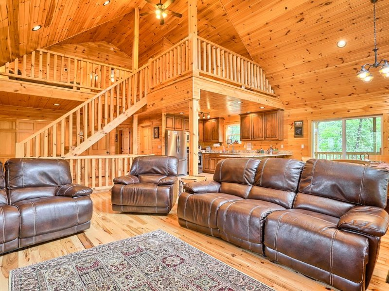 Chocolate Moose Chalet  SPRING-SUMMER RATES 2020! HUGE HOME VR Tour, holiday rental in Saxton