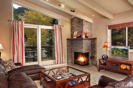 Unobstructed Mountain Views. Expansive Aspen Core Condo Chalet in Aspen