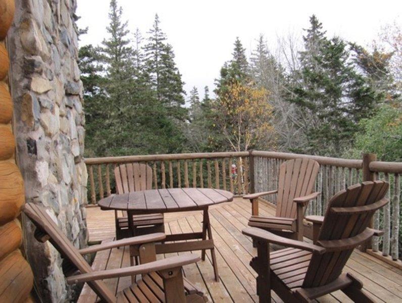 Relajarse en la terraza en Castaway Ocean Lodge