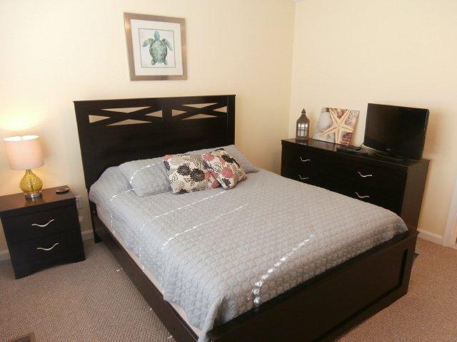 Master Bedroom # 3 Queen Bed w/ Flat Screen TV & Private Bath