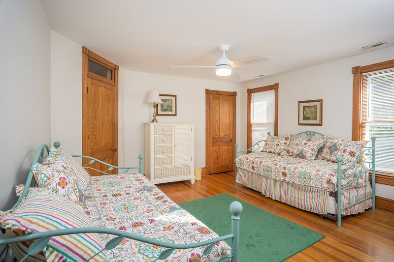 Bedroom w/ Two Twins and Trundles- Sleeps 4 people total