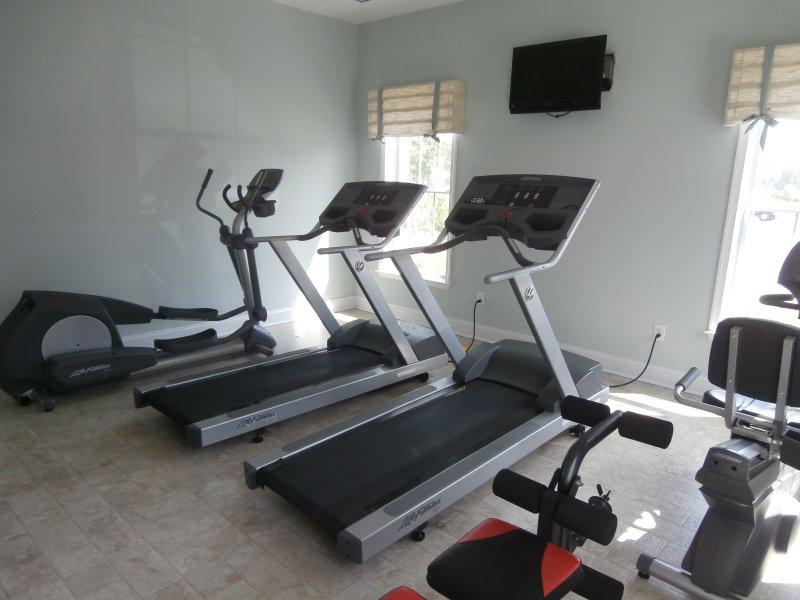 2 Community Gyms