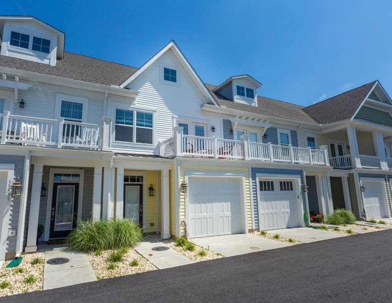 Beautiful Townhouse in Rehoboth Beach- Less than 1 mile to the Beach & Boardwalk.  Easy Walk!