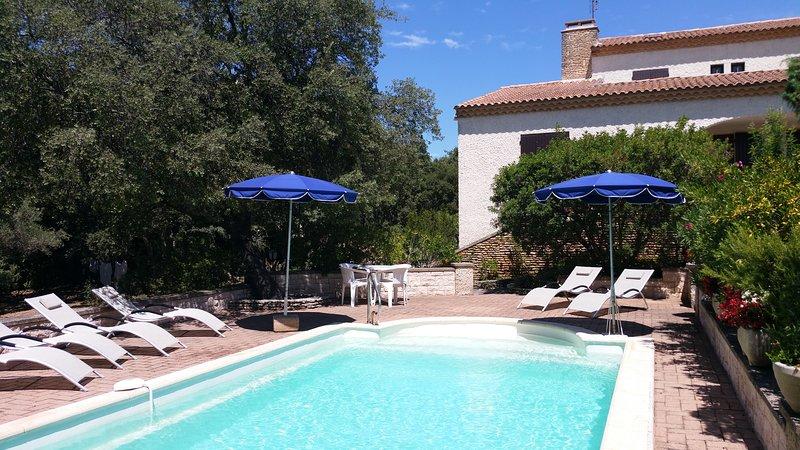 Destination Pont du Gard Villa Farigoule  Piscine 8x4 et jardin méditerranéen, vacation rental in Collias