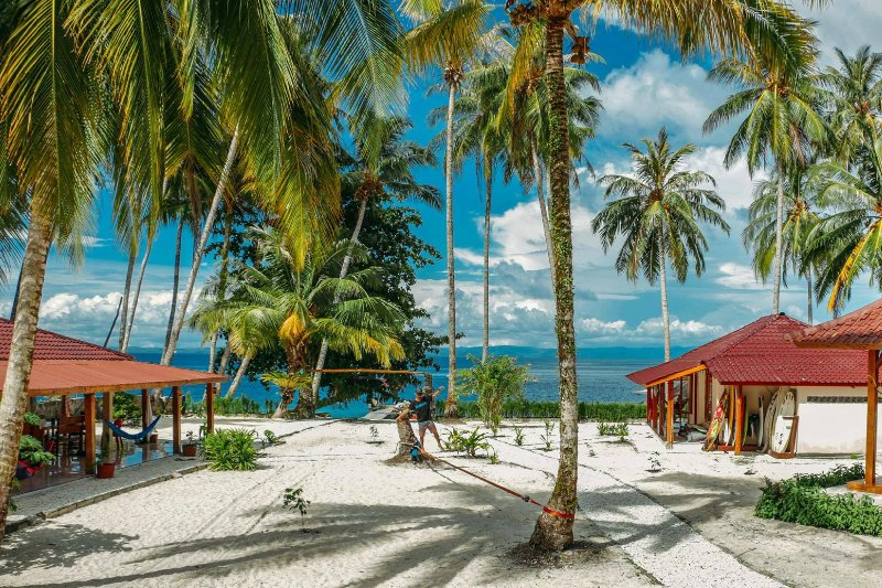 Puri Asu Resort (Bungalow 2 Room 1), vacation rental in Gunungsitoli