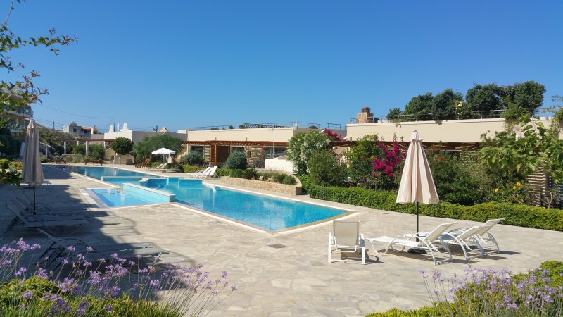 Lagada Resort - Garden View Apartment, location de vacances à Koutsouras