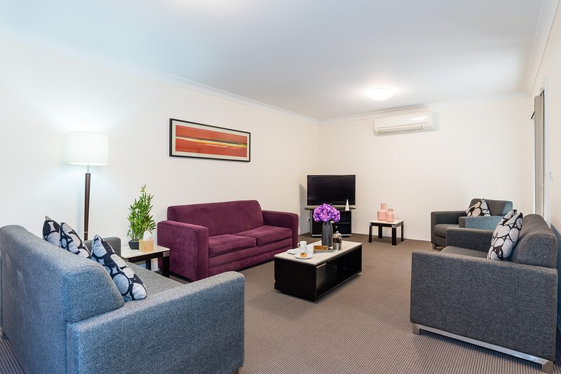 Eastwood Furnished Apartments- unit 5, vacation rental in Glenhaven