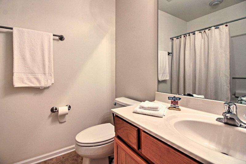 Er zijn 2 badkamers in het huis.