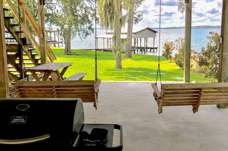 Prepare for a memorable lake retreat at this 4-bedroom, 3-bath vacation rental house on Lake Livingston!