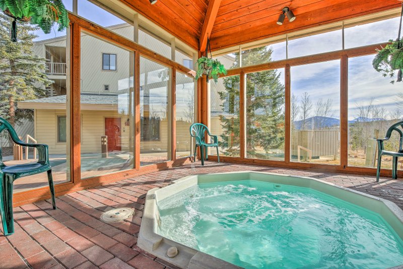 Enjoy relaxing evenings in this shared Jacuzzi with mountain vistas.