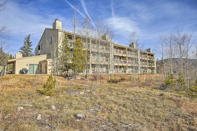 Situated only 10 minutes from Keystone Resort, this property great for skiers.