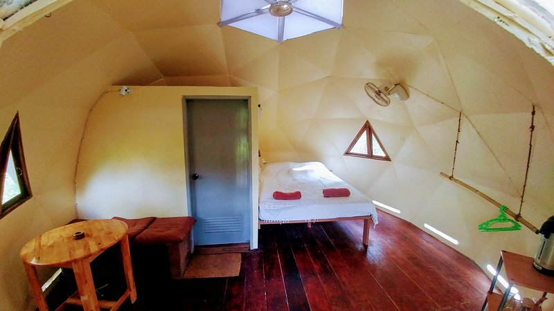 One Love Dome, vacation rental in Ban Hin Kong