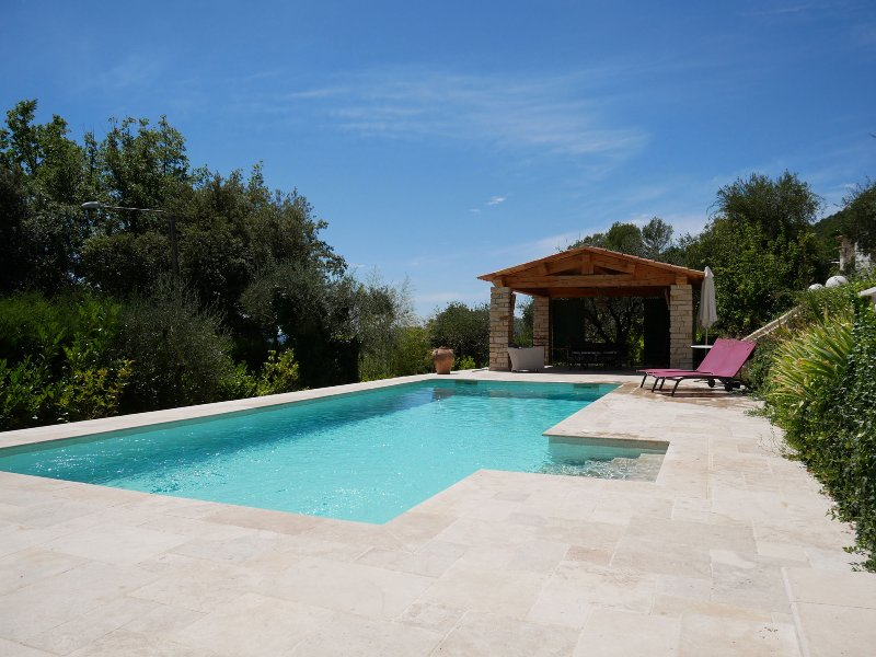 Charming country villa with pool, location de vacances à Grasse