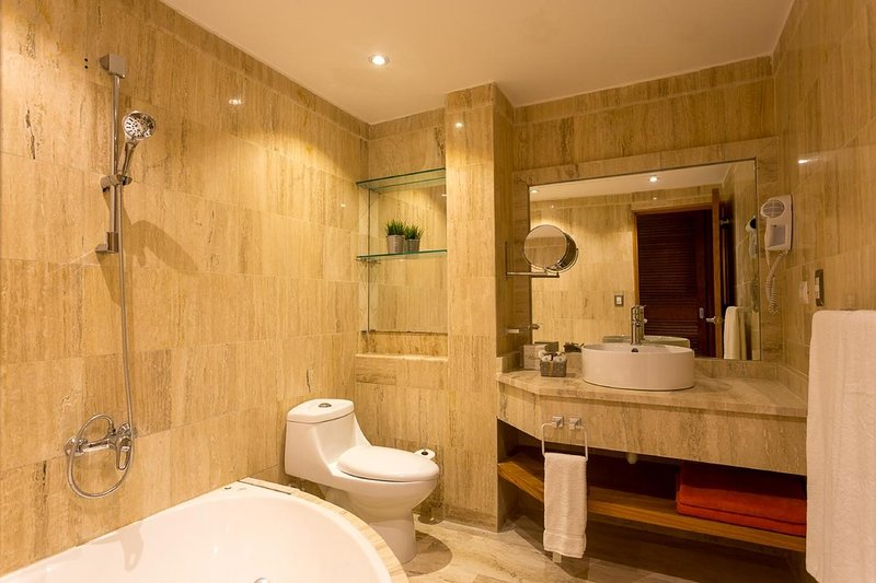 The spacious and luxury bathroom