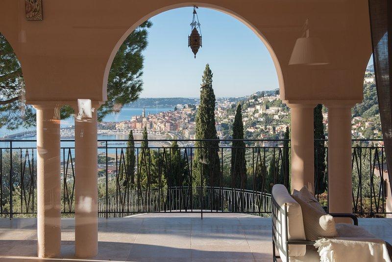 Villa Philae, appartement-villa de luxe avec vue mer exceptionnelle et piscine, vacation rental in Monaco-Ville