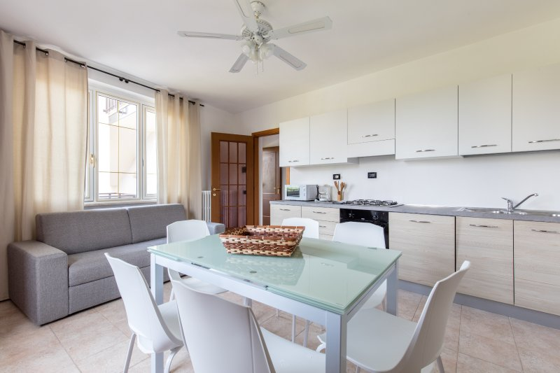 GardaSun 2 - lovely apartment 200m from the beach - Pet friendly, vacation rental in Prevalle