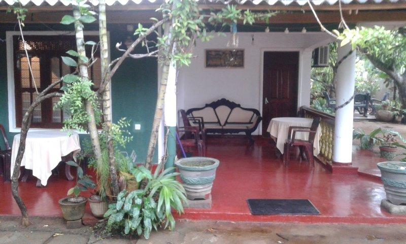 Pabasara Holiday Inn - With 5 Bedrooms, holiday rental in Inamaluwa