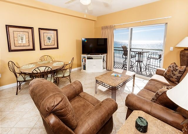 Pelican Isle 602: TOP FLOOR 1BR/2BA OFFERS THE BEST VIEWS AROUND! VERY COMFY, vacation rental in Mary Esther