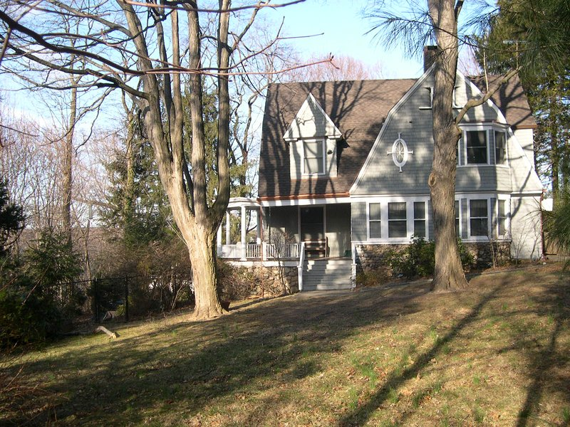White Plains Prospect Park Winter Rental 1-3 Months, holiday rental in Chappaqua