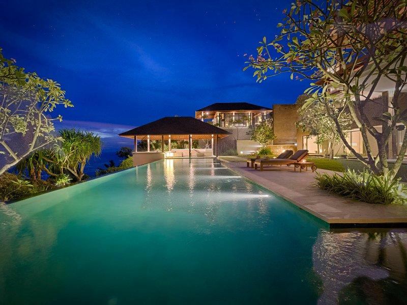Sohamsa Estate - Villa Soham - Piscine de nuit