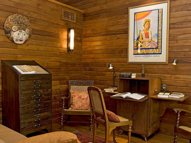Villa East Indies - Stylish antique pine