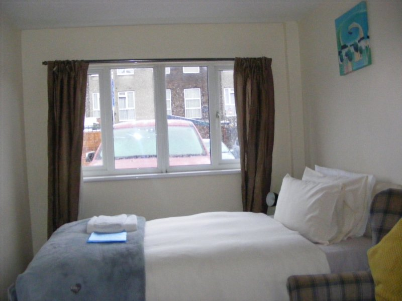 Ensuite Ground Double Room 1 Hour to Central London, holiday rental in High Ongar