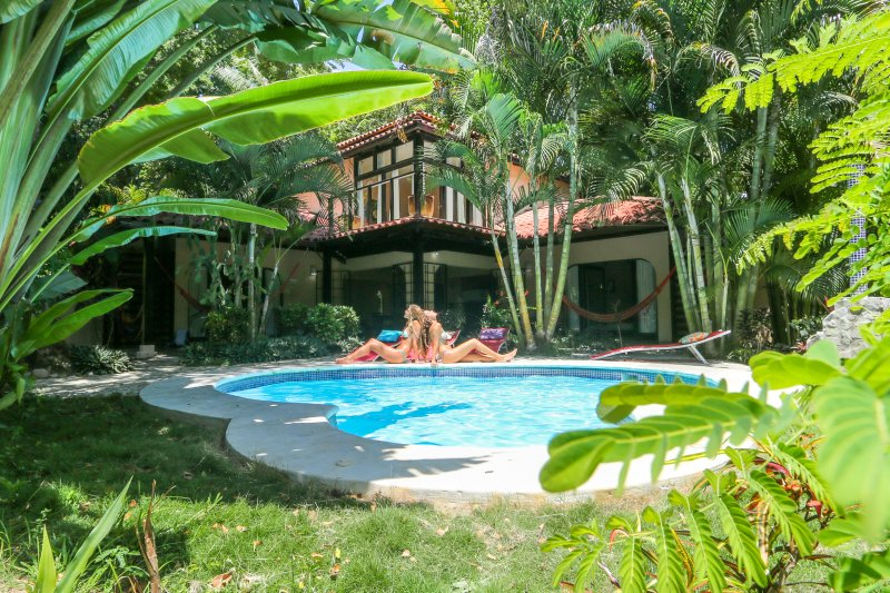 1 Minute walk to beach-NO hills! Spacious house great for groups and families!, vacation rental in Santa Teresa