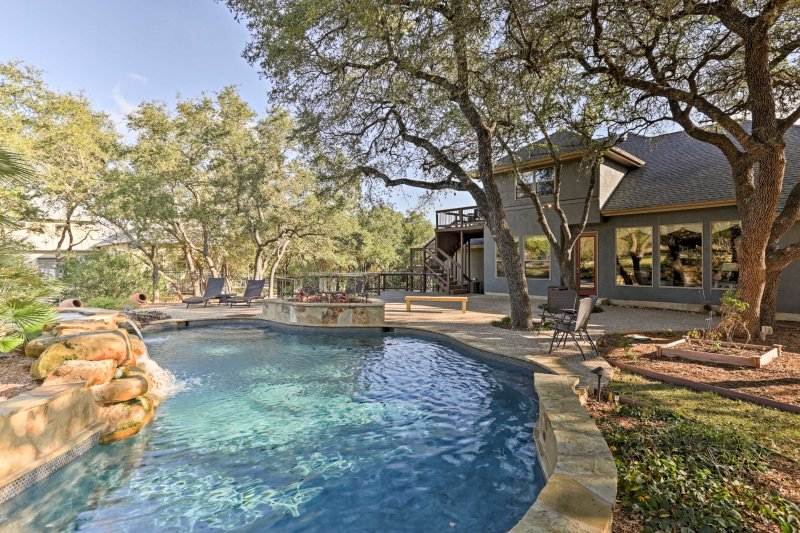 Relax and rejuvenate in the Texas Hill Country at this gorgeous vacation rental house that has 3-bedrooms, 2-full bathrooms, and 2-half bathrooms!