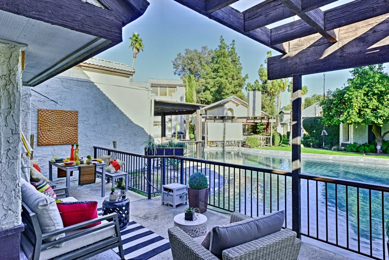 Updated Palm Springs Townhome w/Pool & Golf Access, holiday rental in Palm Springs