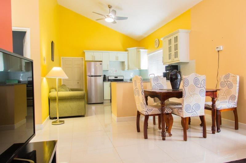 Jamaica Vacation Rentals - Randy's Ridge * Caymanas Estate, vakantiewoning in Spanish Town