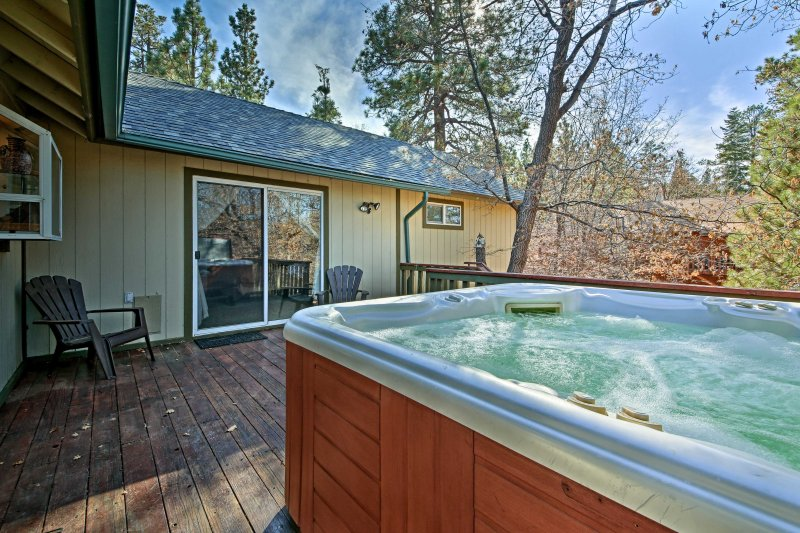 Suitable for up to 6 travelers, this cabin features a private hot tub!