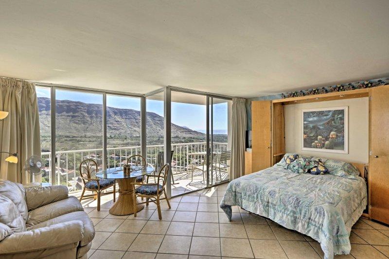 Dévoiler la magie de l'usure Oahu à cette location condo studio avec vue panoramique sur la vallée!