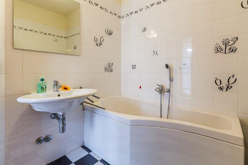 Bath with idromassage