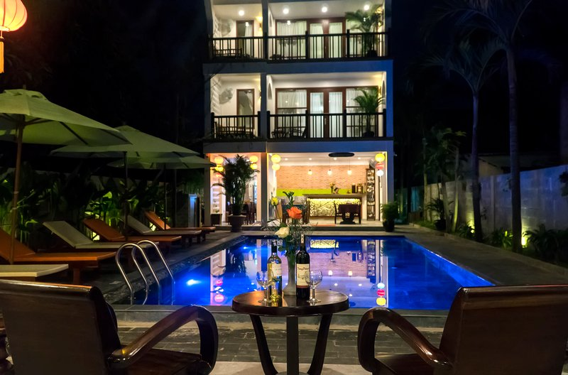 Romantic Louis Villa - Pool view at night time