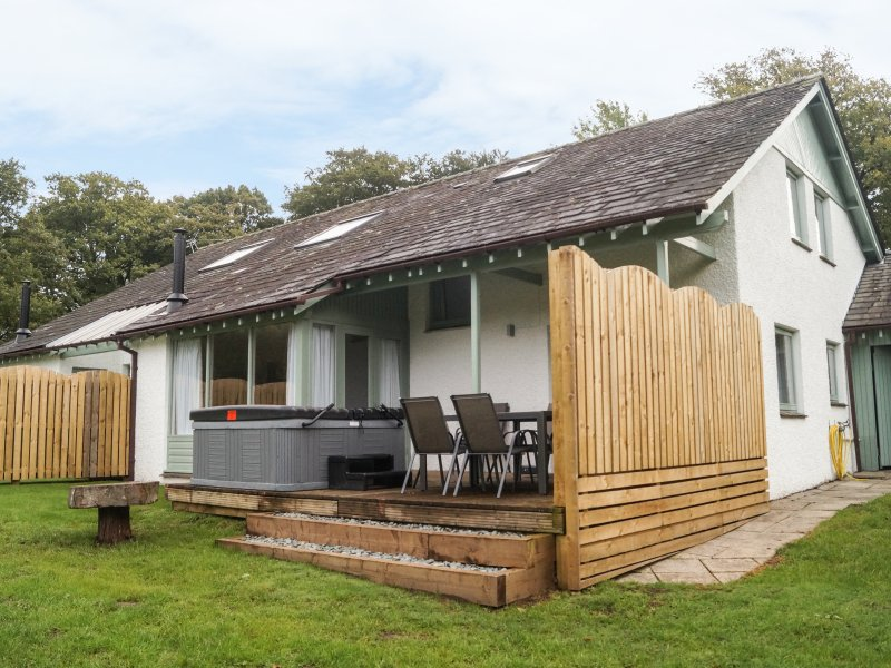 ROWAN, five bedroom, king size, en-suite, woodburning stove, six acres, near – semesterbostad i Bowness-on-Windermere