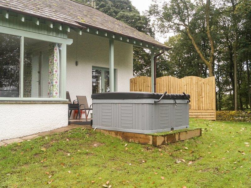 ELM, en-suites, woodburner, WiFi, Bowness-on-Windermere, Ref 951726 – semesterbostad i Bowness-on-Windermere