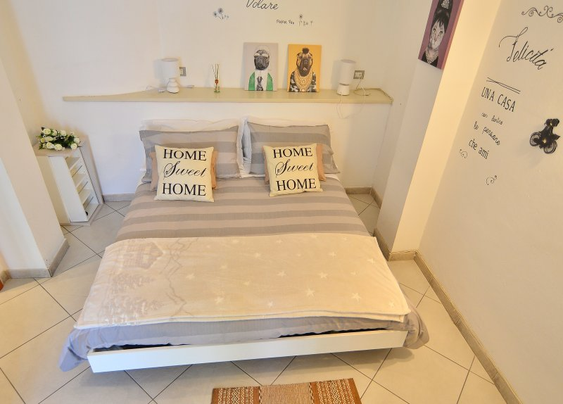 Appartamento dotato di tutti i confort a pochi passi dal Centro, vacation rental in Guarene