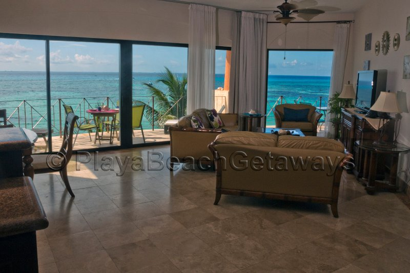 SALE! Penthouse On Direct Front with Stunning Views, Steps to 5th Ave., location de vacances à Playa del Carmen