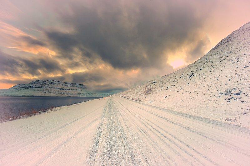 Los amaneceres y puestas de sol son siempre vale la pena un tiro en Súðavík