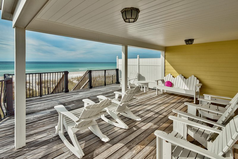 Haus verfügt über gedeckte und ungedeckte Beachfront Decks! Sehr geräumig!