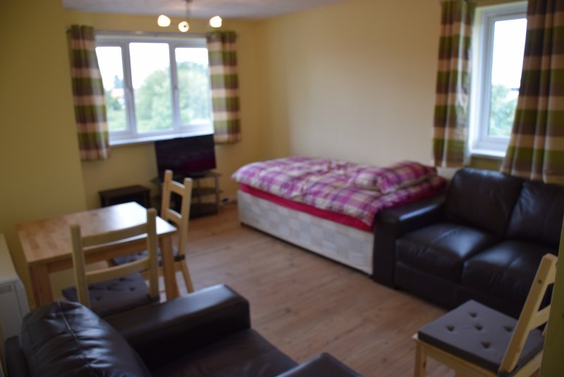 1 bedroom apartment, kitchen, living/dinning room, bathroom, vacation rental in Loughton