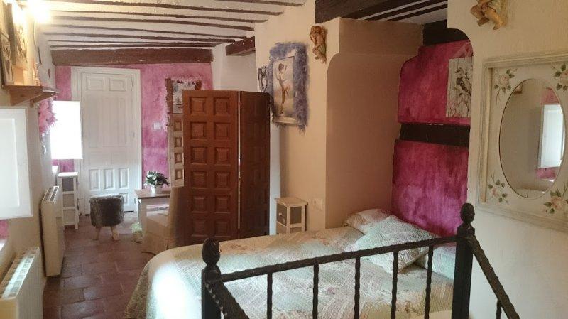 Estudio en dos alturas en el centro del Casco Histórico. Entrada independiente., holiday rental in Arcas del Villar