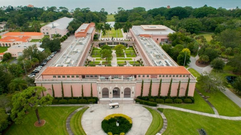 The world famous Ringling Museum is just a few minute drive away!