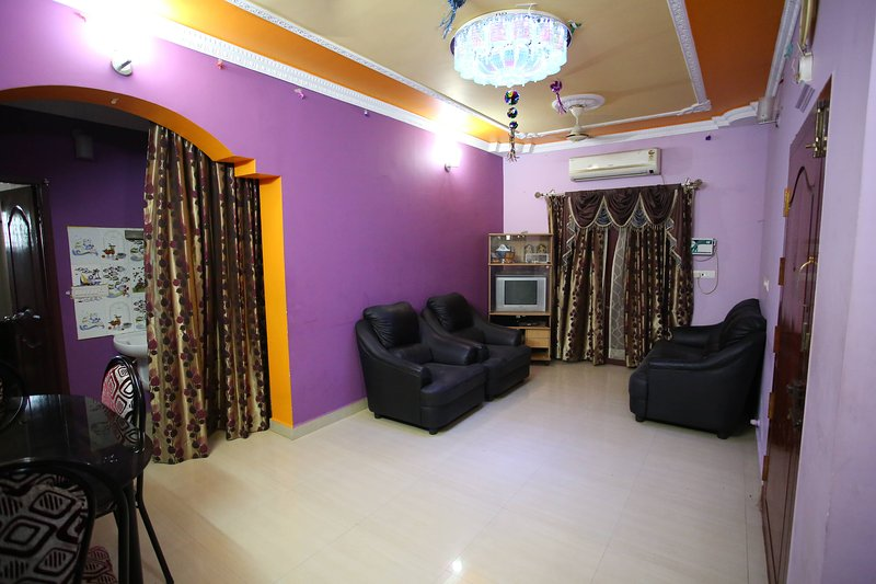 Thirumalaiyan Service Apartments are located in Palavakkam on the East Coast Road.  Fully Furnished